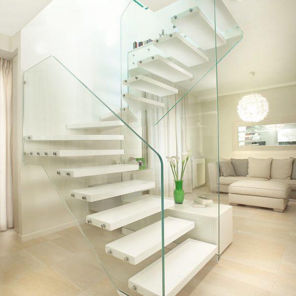 scala-in-vetro-con-gradini-in-legno-marretti